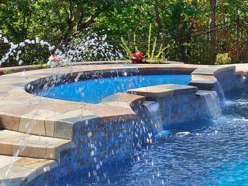 Five Good Reasons to Have Your Own Swimming Pool