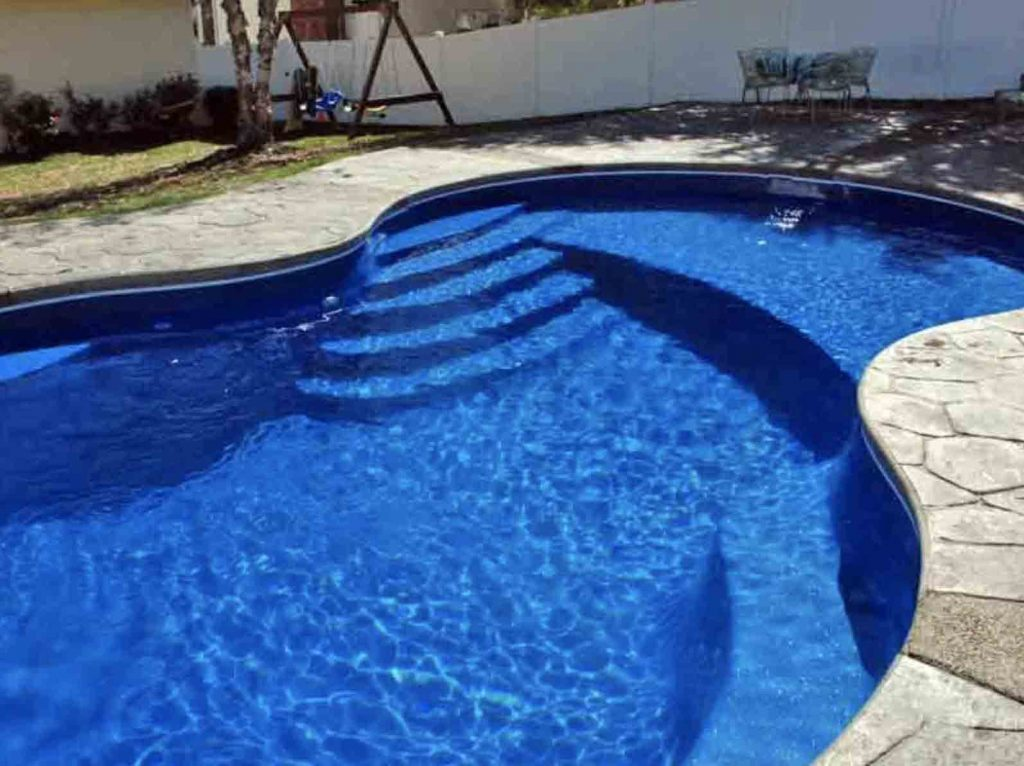 Why You Need a Pool With a Tanning Ledge